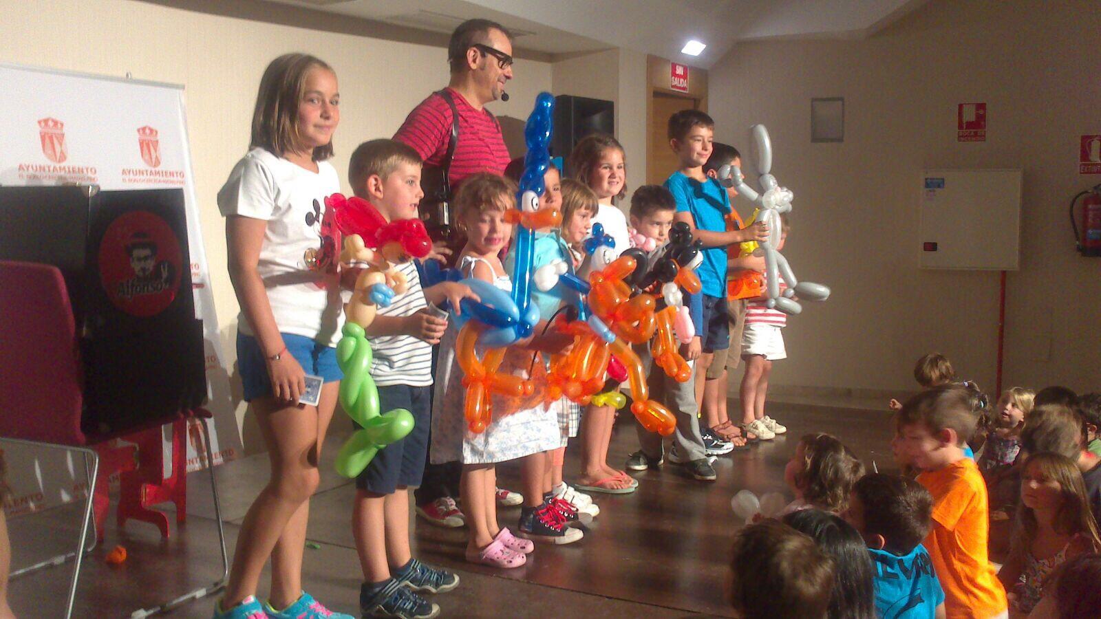 Globoflexia escénica regalo niños escenario teatro magia 2015