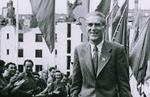 Max Reimann, Fahnenschmuck und Jubelnde.