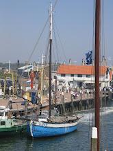Photo: In het haventje van Den Burg werd gewacht op de kentering van het tij.