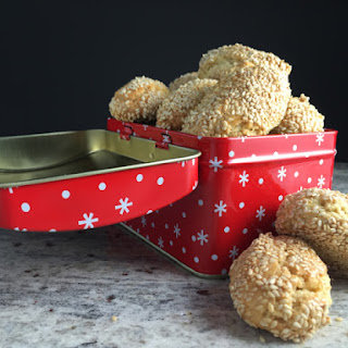 Italian Sesame Christmas Cookies