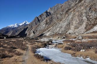 Photo: Descente sur Khambachen