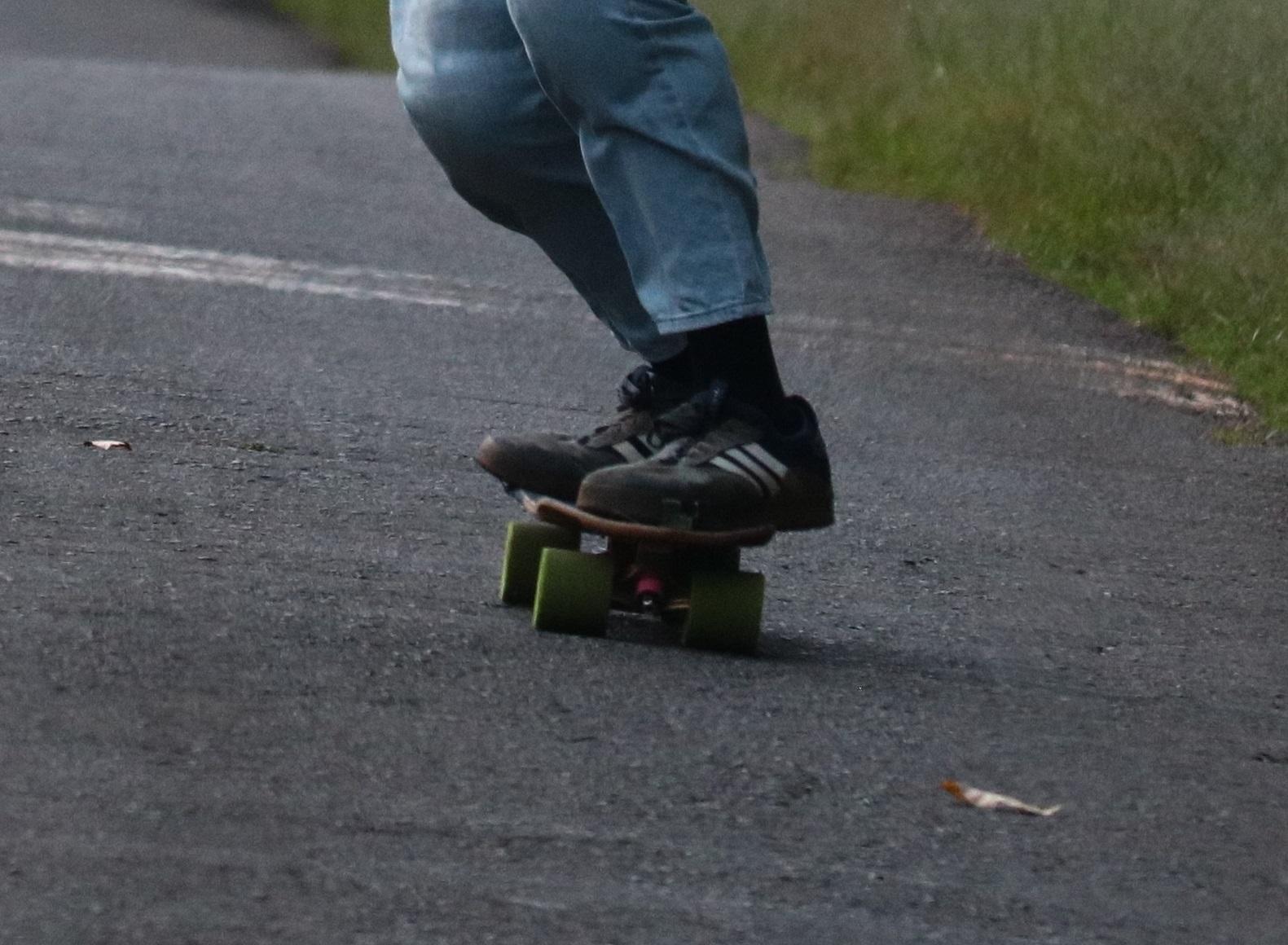longboard heel hang 1