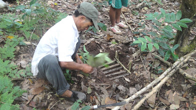Photo: the guide show you how to get birds-3 Days Nam Ha Jungle Camp in Luang Namtha, Laos