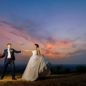 Sunset waltz by Vasiliu Leonard - Wedding Bride & Groom ( fotograf nunta, fotograf nunta iasi, wedding, bride and groom, wedding pictures, sedinta, sedinta foto nunta, bride, groom, vasiliu leonard, fotografii nunti iasi,  )