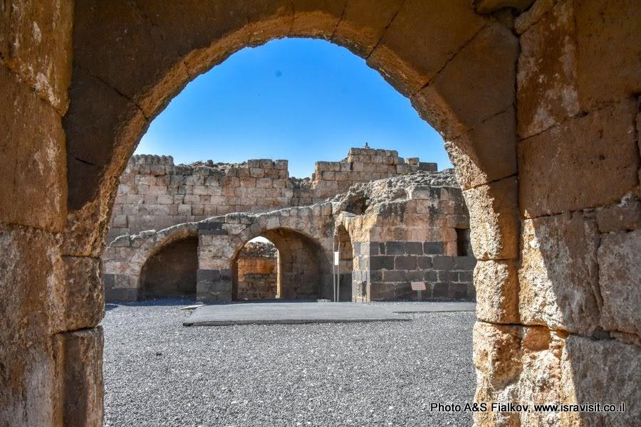 В цитадели крепости крестоносцев Бельвуар. Экскурсии в Израиле.