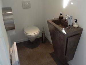 wc aménagement  relooking et déco au top pour toilettes modernes et colorés grâce au béton ciré à faire soi-même pour décorer ses wc