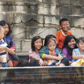 Cheerful kids by Basuki Mangkusudharma - People Street & Candids ( kids, cheerful )