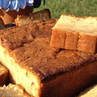 Old Fashion Pound Cake With Almond And Vanilla Extract