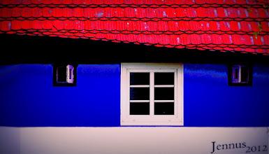 Photo: Die Farben der Häuser an der Küste in Vorpommern  Die Farben des Baumeisters Max Taut und des Farbgestalters Franz Mutzenbecher auf der Insel Hiddensee.