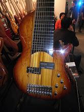 Photo: Desetistrunná basa, nebo kytara, nebo co...