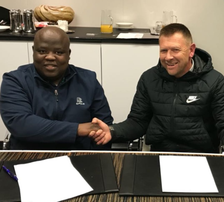 Chippa United chairman Siviwe Mpengesi welcomes new coach Eric Tinkler 23 August 2018
