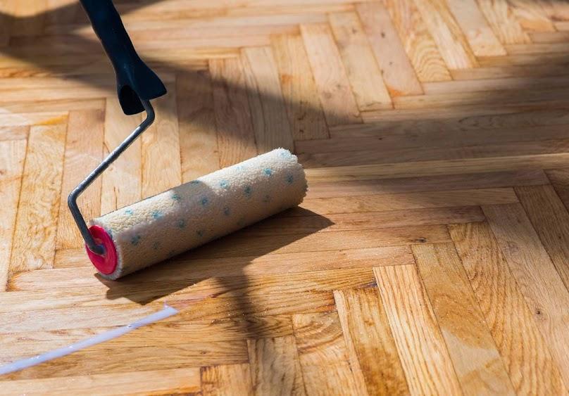 Lakierowanie drewnianego parkietu - odnawianie