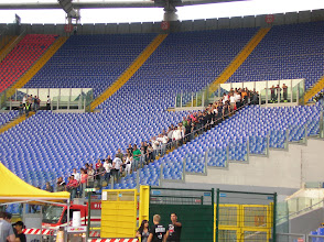 Photo: Fans entering the pitch (or 'prato', like Italians say).