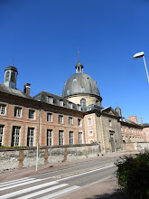 """Photo: La résidence des """"Pépés"""" et des """"Mémés""""."""
