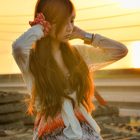 Beauty of Sunset (夕美人) by 敬昕 涂 - People Portraits of Women ( 許馨, 敬昕 涂, taiwan, sunset, long hair, beauty, 涂敬昕, beautiful girl, 夕美人 )