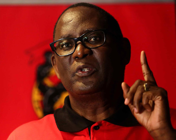 Saftu general secretary Zwelinzima Vavi on Thursday led more than 100 disgruntled union members to the East London City HalL