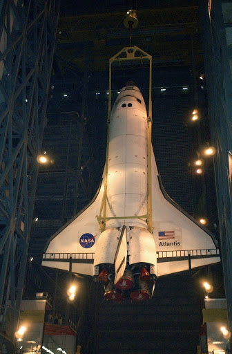 Atlantis is lowered toward the floor of the transfer aisle in the Vehicle Assembly Building.