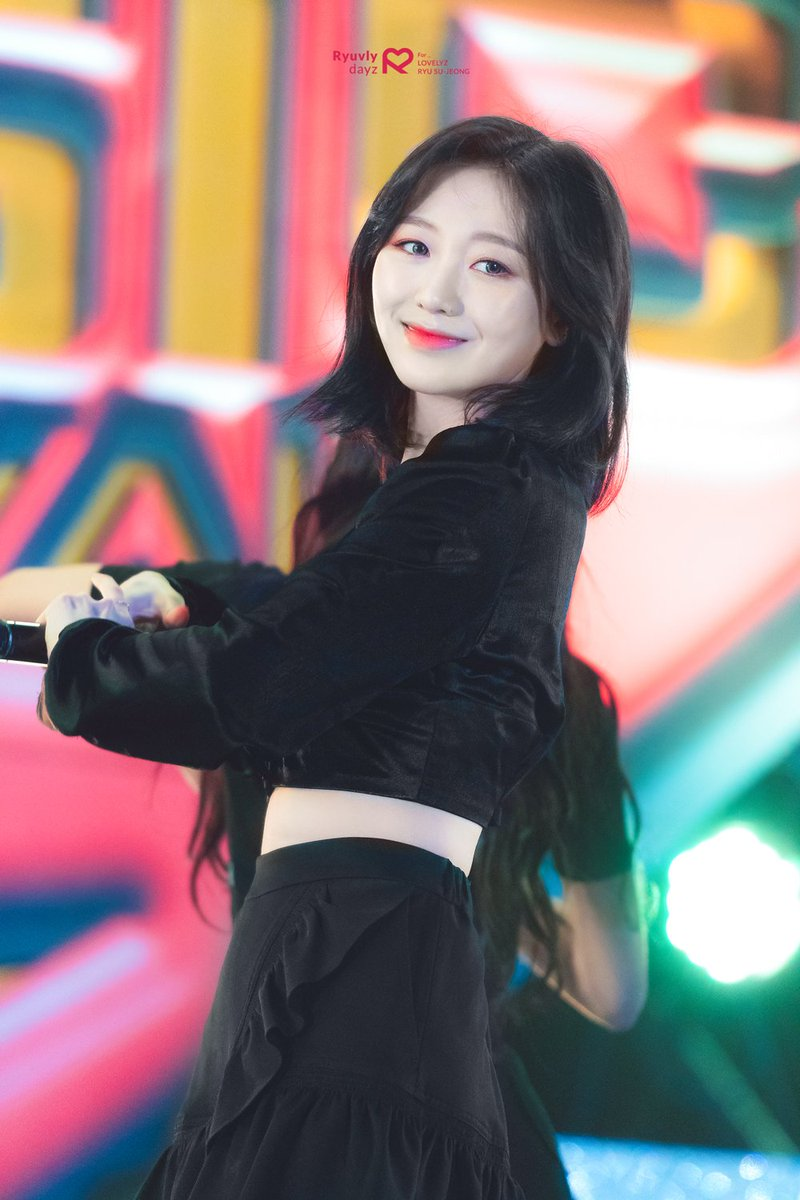 sujeong crop top 52