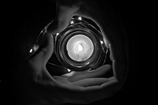 La luce nelle mie mani di meo68