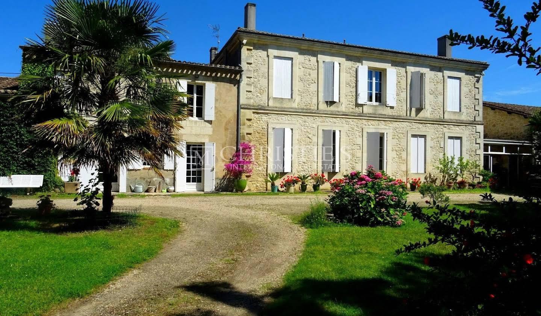 Vineyard with pool Libourne