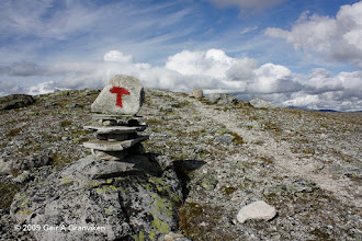 Photo: T-trail sign Souh of Snøhetta, on the trail that goes around the mountain towards Åmotsdalen