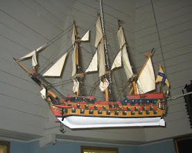 Photo: Laivat rakensi kökarilainen mies päästyaan takaisin kotiin Pohjois-Afrikasta - kauan sitten. Sottungan ja Kökarin kirkoissa on samanlaiset laivat.