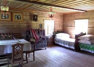Photo: This was once the home of a rich family.  We were told a woman should have 200 yards of linen and 40 yards of wool in her hope chest before marrying.  This room is for the whole family.  A smaller room would be for guests.