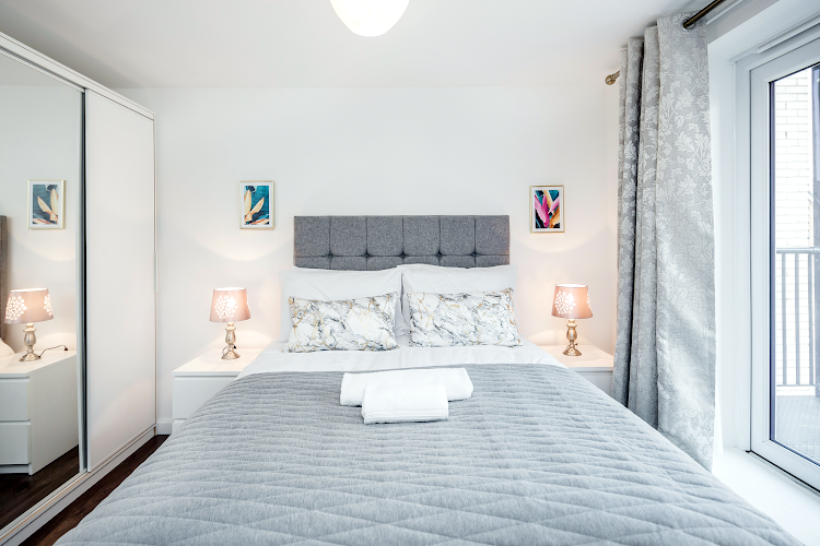Luxury bedroom at Gumley Road - Grays