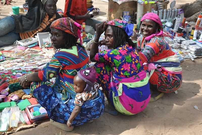 colori e volti in un mercato africano di bennardo