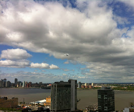 Photo: Space Shuttle Discovery over Hudson