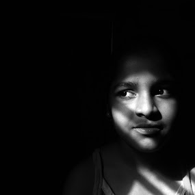 Portrait of a girl by Sidd Harth - Babies & Children Child Portraits ( child, mobilography, girl, black and white, light, portrait,  )