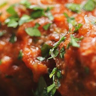 Mozzarella-Stuffed Slow Cooker Meatballs #Recipe