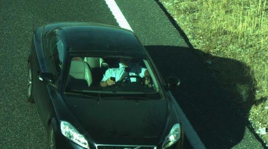 Esta es la única forma para llevar el móvil en el coche sin ser multado