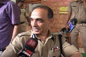 Photo: Biharis safe in Maharashtra: Mumbai Police on MNS chief Raj Thackeray's rant http://t.in.com/crBX