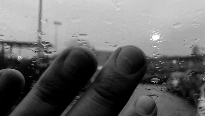 Fuori piove e tu sei la persona con cui voglio guardare fuori, quando fuori piove. di Giannigiansanti
