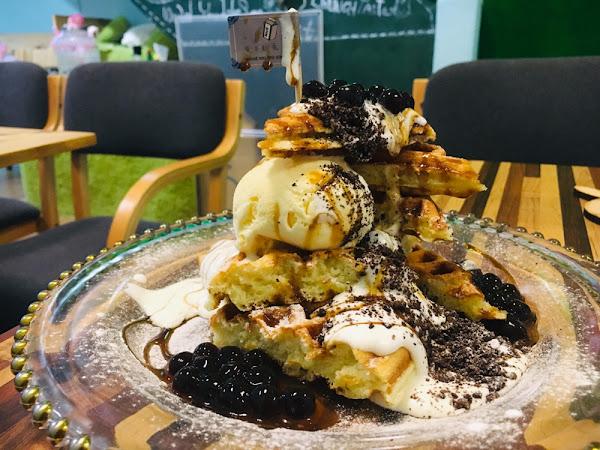 鬆餅份量不少附meiji冰淇淋+oreo餅乾屑+珍珠,吃的很滿足。很嗜甜的人一定會喜歡。