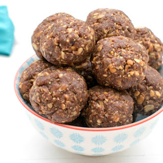 Chocolate & Peanut High Protein Energy Bites [vegan]