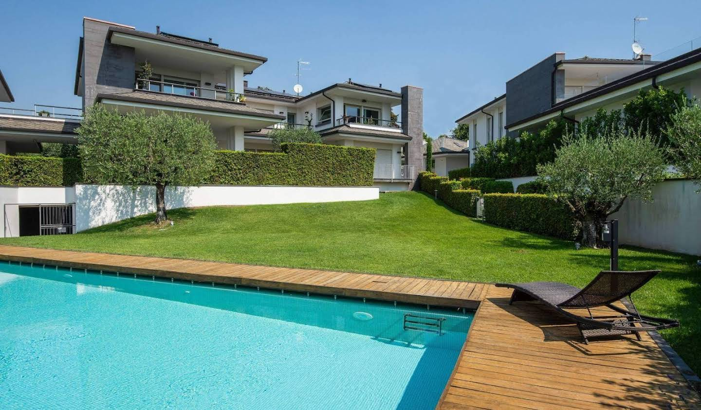Apartment with terrace and pool Padenghe sul Garda