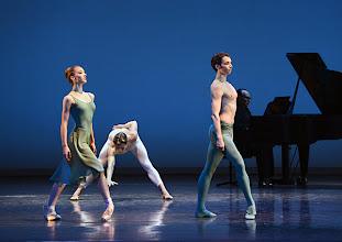 Photo: WIENER STAATSBALLETT - NUREJEW-GALA am 29.6.2013. Ballett VASLAV. Prisca Zeisel, Denys Cherevychko, Alexandu Tcacenco. Foto: Barbara Zeininger