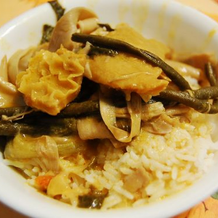 Kare-Kare (Oxtail and Tripe Peanut Stew.)