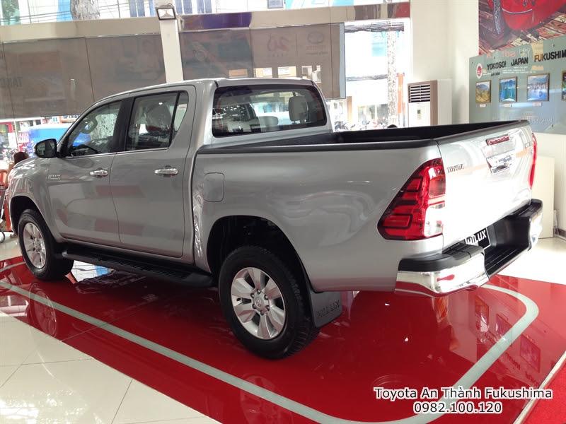 Ưu Đãi Giá Xe Bán Tải Toyota Hilux 2016 Nhập Khẩu 2