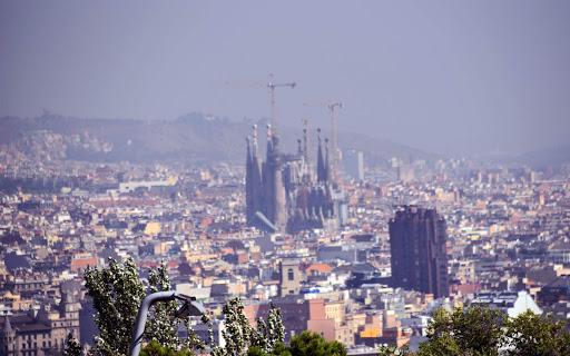 barcelona-smoggy-skyline-1.jpg - A view of the Barcelona skyline from Olympic Park -- very hazy!