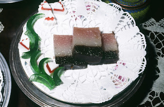 Photo: 04635 広州市/絆渓酒家/点心/三色奶層糕/クログワイのデンプンで作った甘い点心