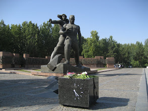 Photo: Tashkent - Earthquake memorial