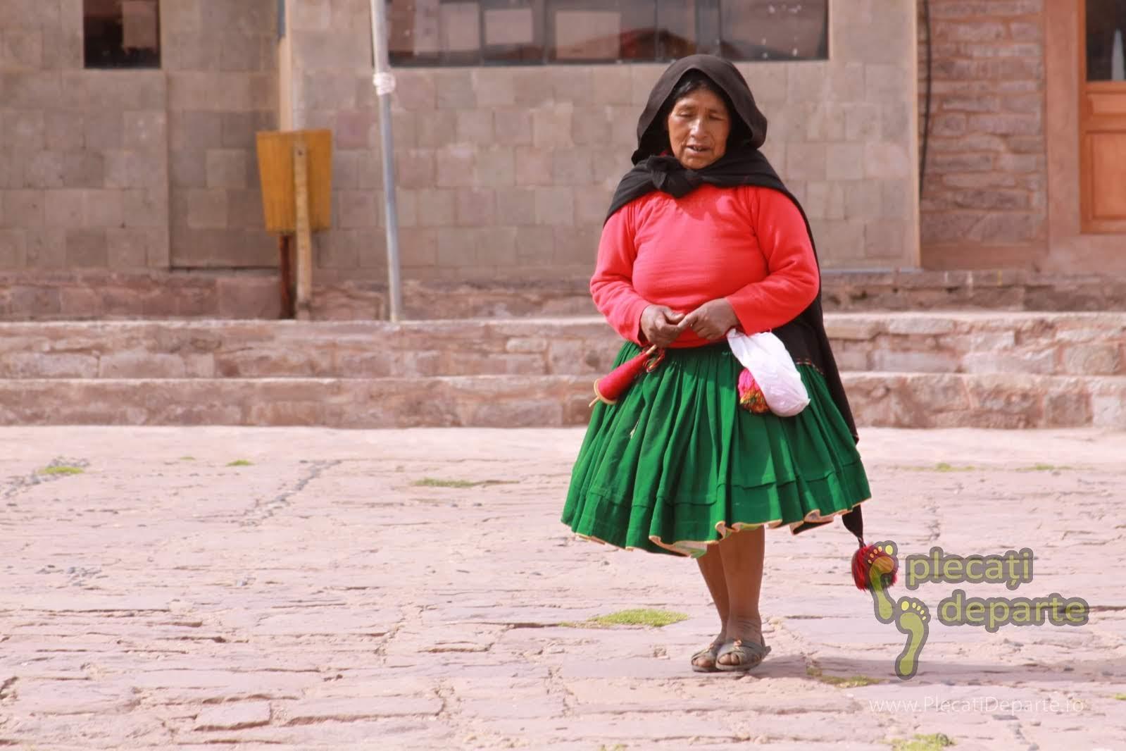 localnica de pe Insula Taquile, pe Lacul Titicaca, la 4000m in Peru