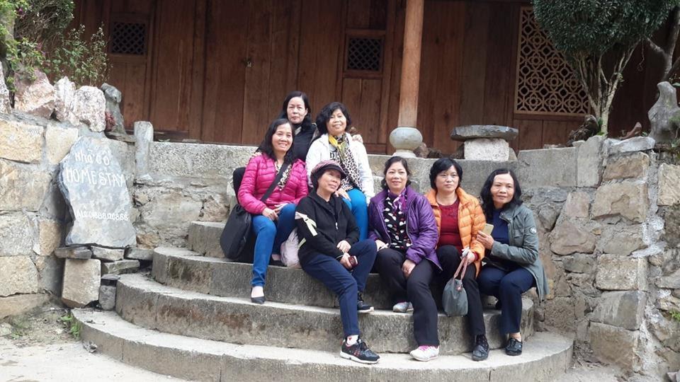tốp nữ ở phố cổ Đồng Văn