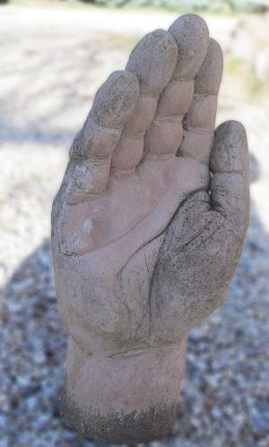 sculpture-de-main-en-terre-cuite-sculpture-main-en-pierre-en-volume-ou-en-relief