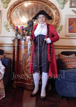 Photo: Casaca feminina em sarja vermelha com rendas, camisa branca em algodão, calça em gabardine marrom e corset em cetim brocado.   Cada modelo é exclusivo.   Conjunto à partir de R$ 700,00.