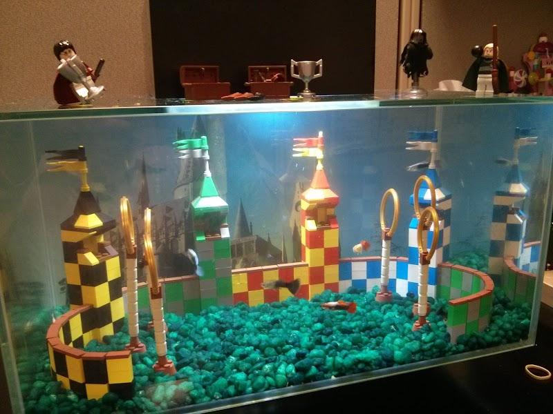 Akwarium z boiskiem do Quidditcha z klocków LEGO