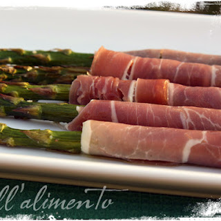 Asparagi con Prosciutto Crudo {Roasted Asparagus wrapped in Prosciutto}